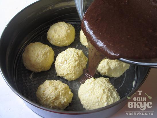Творожные шарики в шоколадном пироге