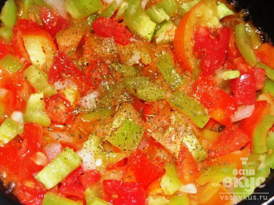 Спагетти с копченой грудинкой и овощами
