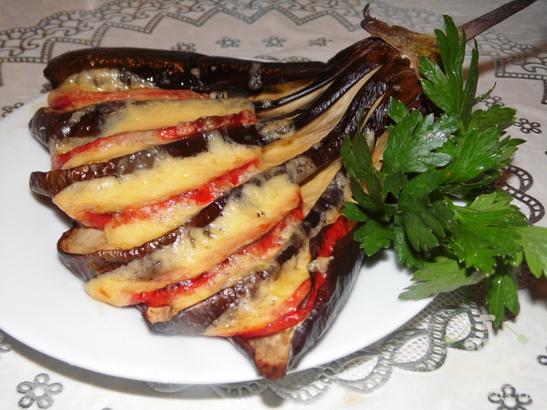 Веер из баклажанов с помидорами