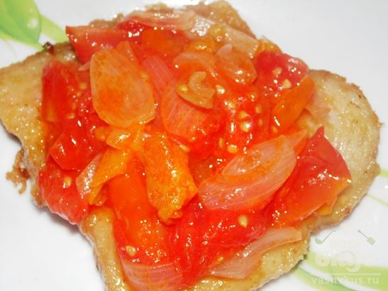 Запеченное филе пангасиуса с помидорами и сыром