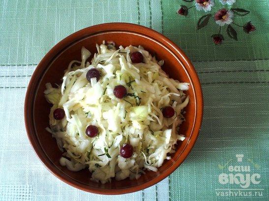 Салат из белокочанной капусты с яблоком