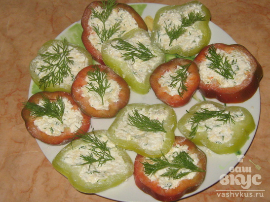Закуска из болгарского перца с творогом и чесноком