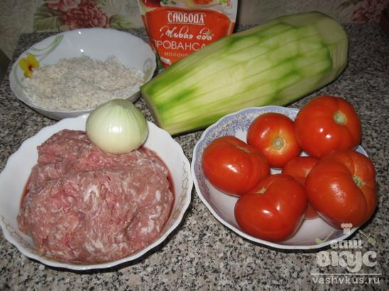 Кабачок, фаршированный мясным фаршем и помидором