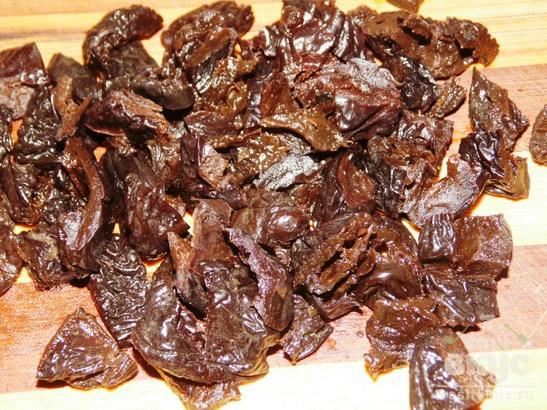 Творожный десерт с черносливом и грушей