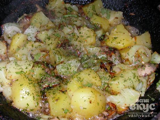 Рыбные потроха с картофелем