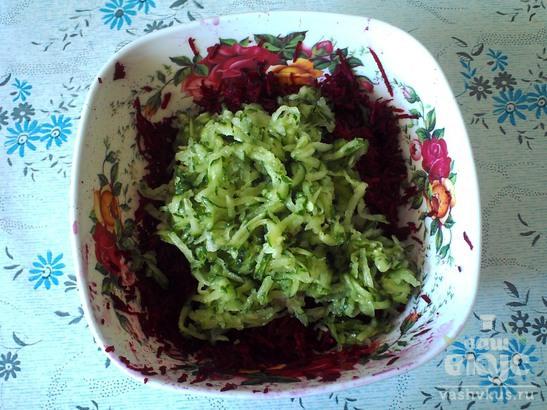 Салат из свеклы c солеными огурцами
