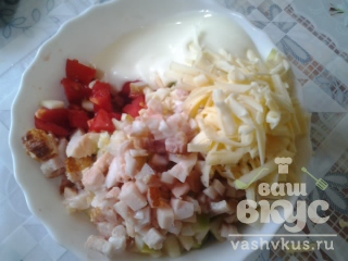 Закуска из кабачков, грудинки, помидоров, сыра и чеснока