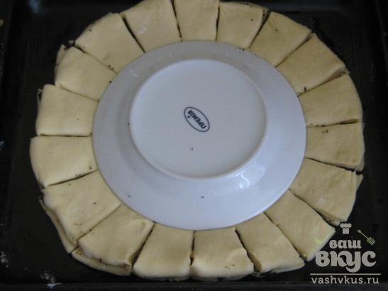 "Пирог из дрожжевого теста с вареньем ""Цветок"""