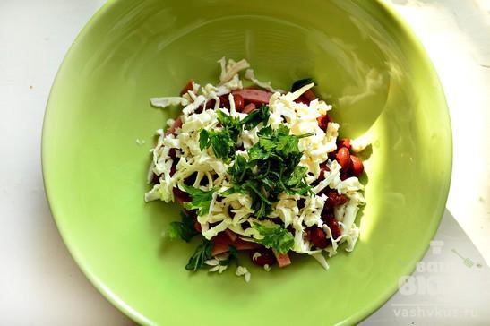 Салат с красной фасолью и плавленным сыром