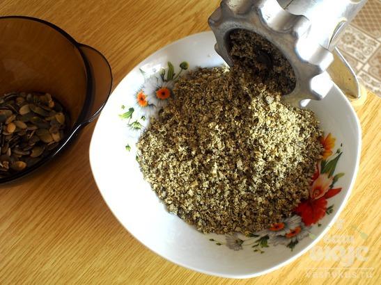 Печенье с тыквенными семечками и базиликом