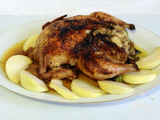 Цыпленок, фаршированный цуккини