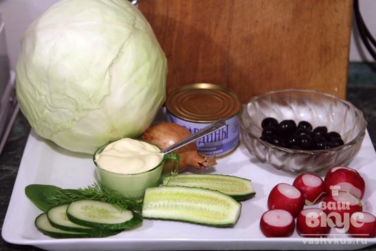 Салат с капустой и рыбной консервой