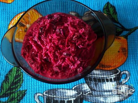 Салат из сырой свеклы с сыром и чесноком