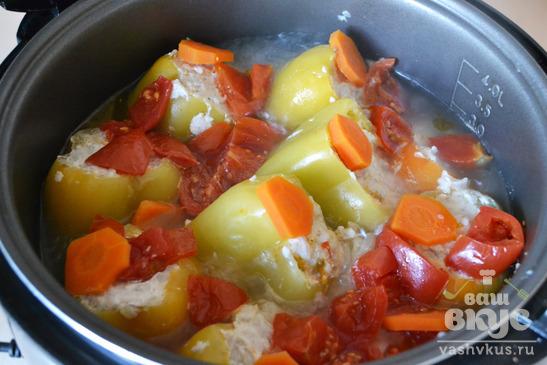 Перец, фаршированный курицей и рисом в мультиварке