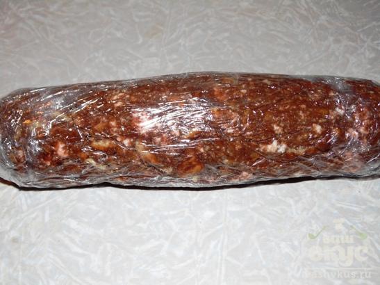 Сладкая колбаска из сгущенки с зефиром и семечками