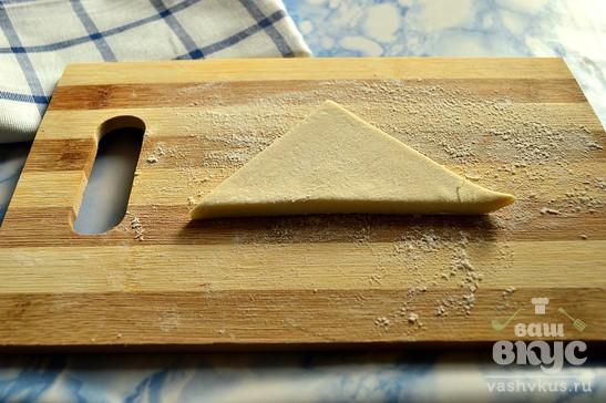 Слойки с сыром и крабовыми палочками