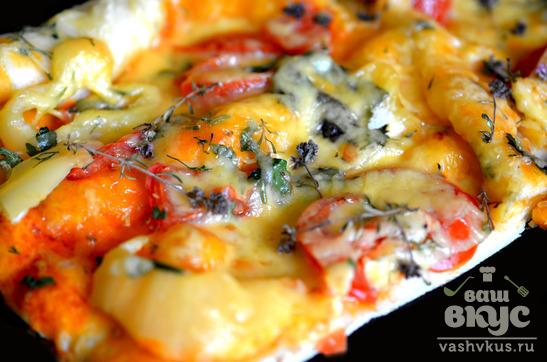 Пицца с помидорами и перцем