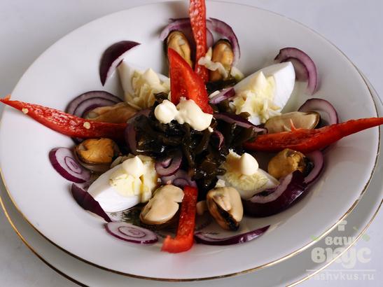 Салат с мидиями и морской капустой «Маринер»