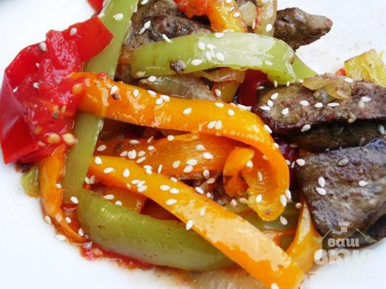 Теплый салат из куриной печени в мультиварке Delfa