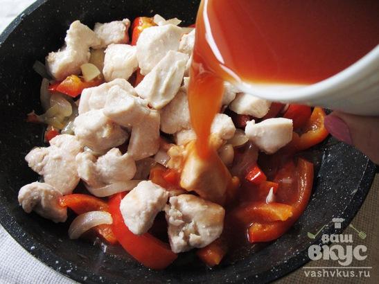 Гуляш из курицы с болгарским перцем