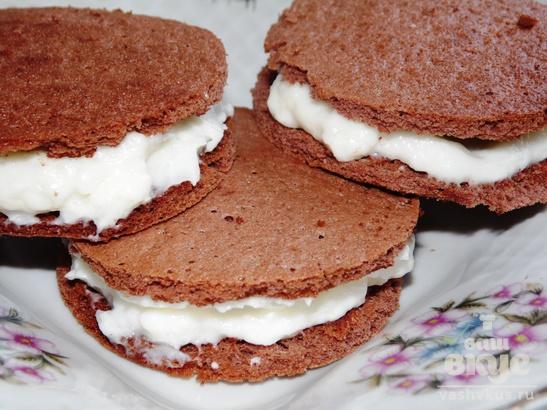 Шоколадные мини - бисквиты со сметанным кремом
