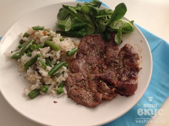 Антрекот из говядины с гарниром из риса