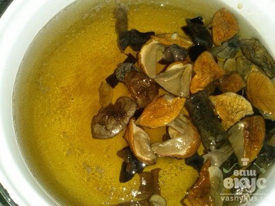 Суп из сушеных белых грибов с вермишелью