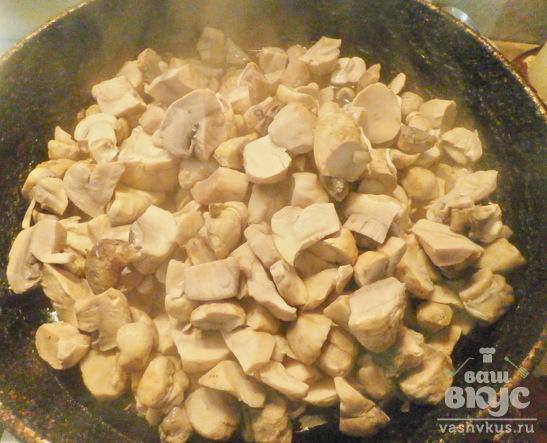 Грибы жареные с печенью и сметаной