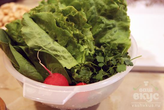 Горячий гриль-салат со свининой