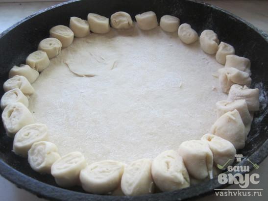 Пирог с капустой и сыром из дрожжевого теста