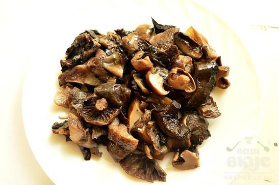 Болгарский перец тушеный с курицей и грибами