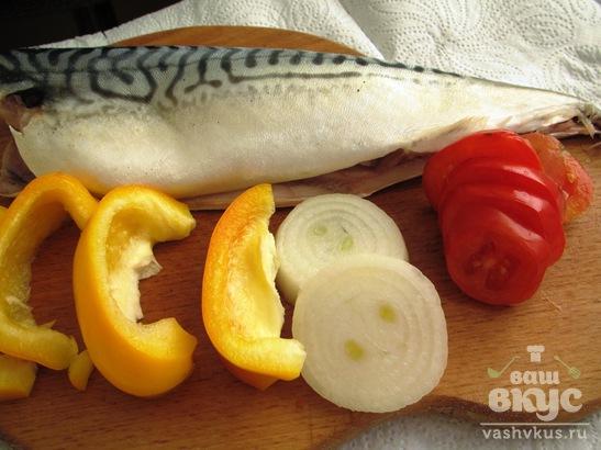 Скумбрия, запеченная с болгарским перцем