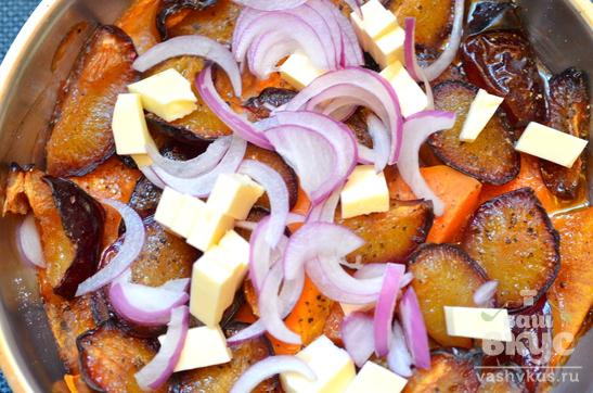 Теплый салат с тыквой и сливой