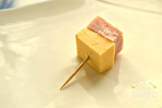 Закуска из бекона и сыра
