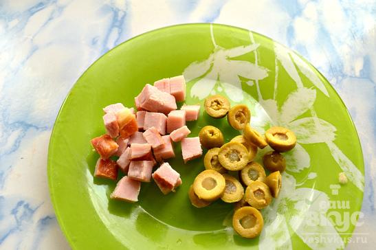 Капустный суп с оливками и беконом
