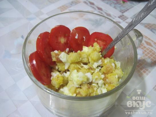 Завтрак из яиц всмятку, батона и масла