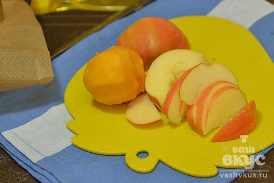 Слойки с яблоками и персиками