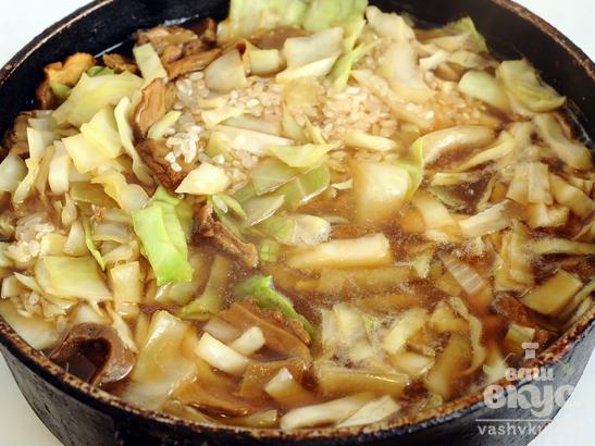 Тушеная капуста с белыми грибами и рисом