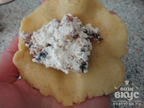 Песочное печенье с сухофруктами и миндалем