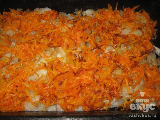 Минтай, запеченный в яйце с морковью, луком и сыром