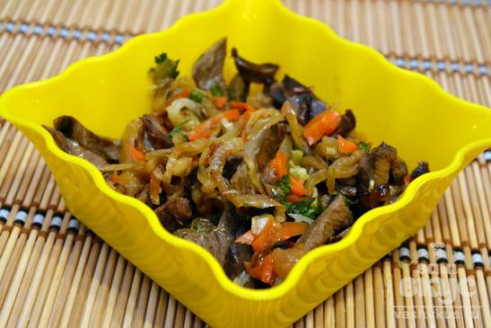Теплый салат с говяжьим сердцем