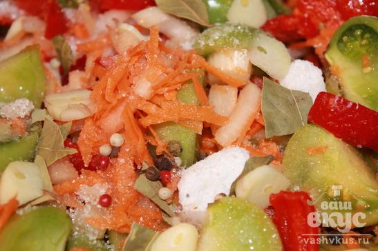 Овощной салат с зелеными помидорами на зиму