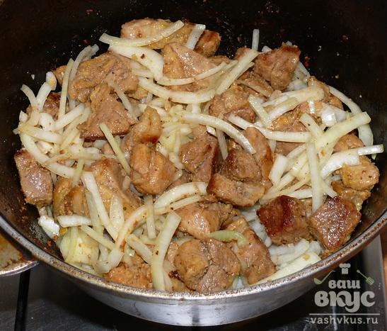 Свинина с картофелем в казане