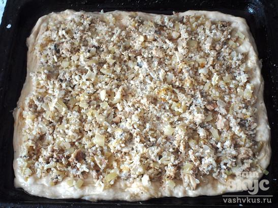 Пирог из рыбной консервы с рисом