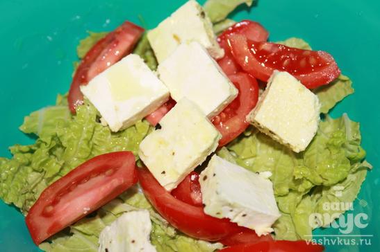 Салат из пекинской капусты, брынзы и помидоров