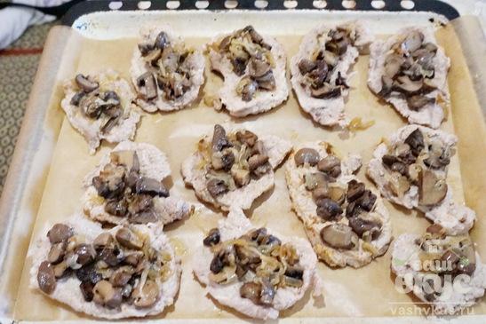 Мясо с грибами и сыром в духовке