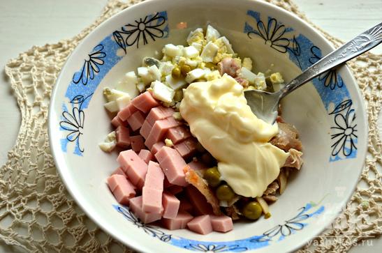 Помидоры, фаршированные салатом с копченной курицей