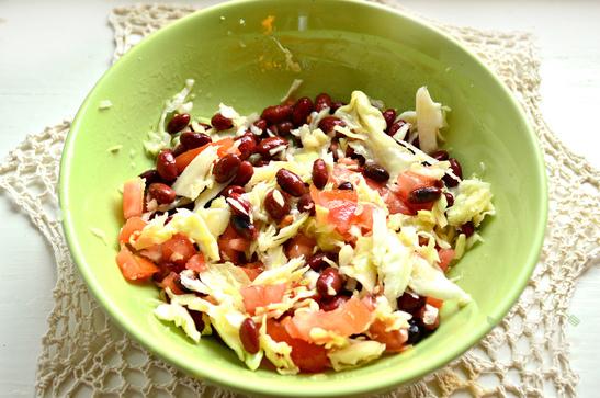 Витаминный салат с консервированной красной фасолью