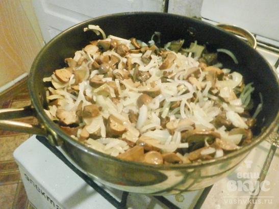 Жареные грибы с зеленью