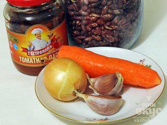 Фасоль в томате тушеная на сковороде